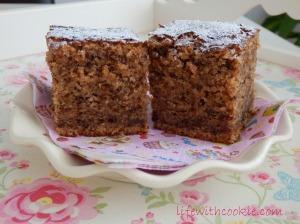 jednostavan kolač na šalice sa orasima