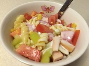 lagana ljetna salata sa povrćem, tjesteninom
