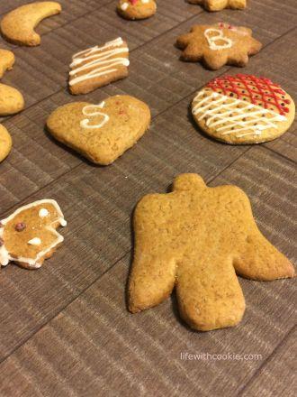 gingerbread keksići, božićni keksići, ukrasi za bor